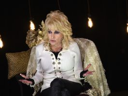 Dolly Parton Publicly Shames Hillary