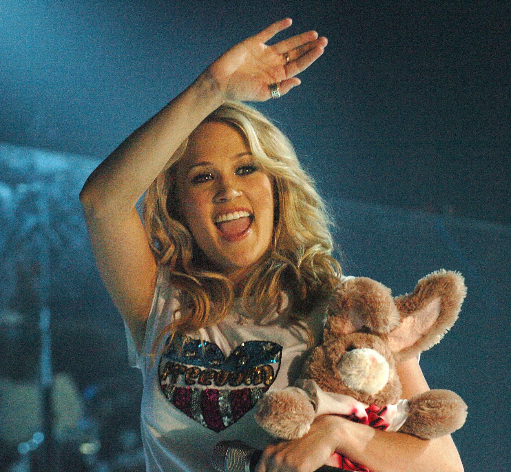 Carrie Underwood injured