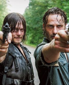 Norman Reedus & Andrew Lincoln Share Secrets at Walker Stalker Con